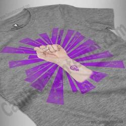 Camiseta Día de la Mujer luchadora chica color gris jaspeado perspectiva cerca